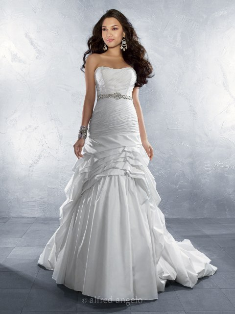 Perfect wedding dress for the beautiful bride